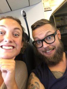 Glada på flyget